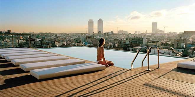 barcelona-teras-havuz-grandhotelCentral